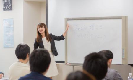 研修はエンターテインメント~ホロスブレインズ講師丸山久美子インタビュー【前編】